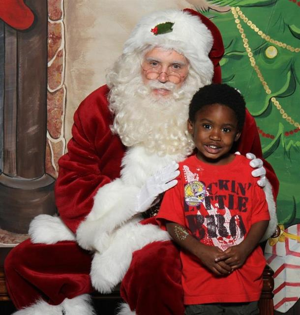 Community Pictures with Santa Claus